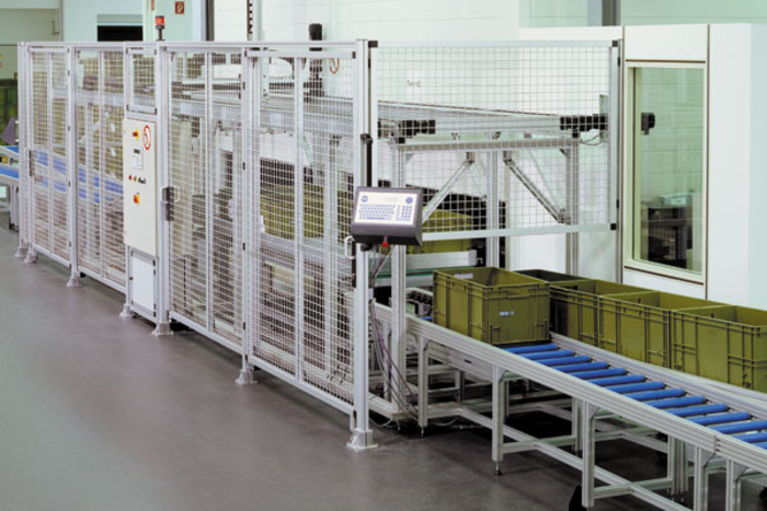 Handling system comprising linear units, aluminium profile system and safety guard system